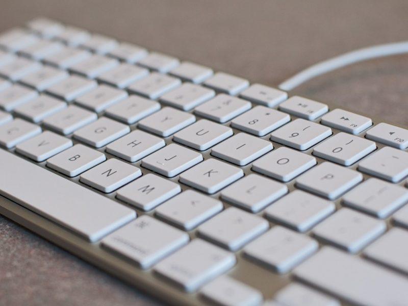 keyboard-white-computer-keyboard-desktop-163117.jpeg